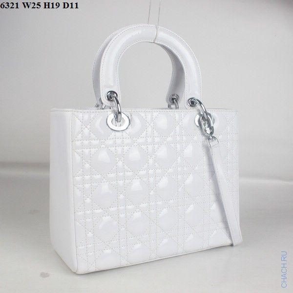 Сумка Диор модель Lady Dior из натуральной кожи белого цвета с серебристой фурнитурой