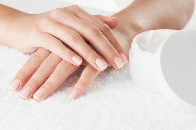 9 usos de la vaselina para tus rutinas de belleza