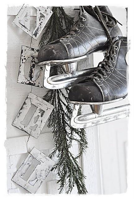 Noel stencil letters with a pair of black skatesVintage Christmas, Landlig Hjem, Winter Wonderland, Black Skating, Winter Christmas, Ice Skating, Christmas Decor, Winter Decor, Vintage Rose