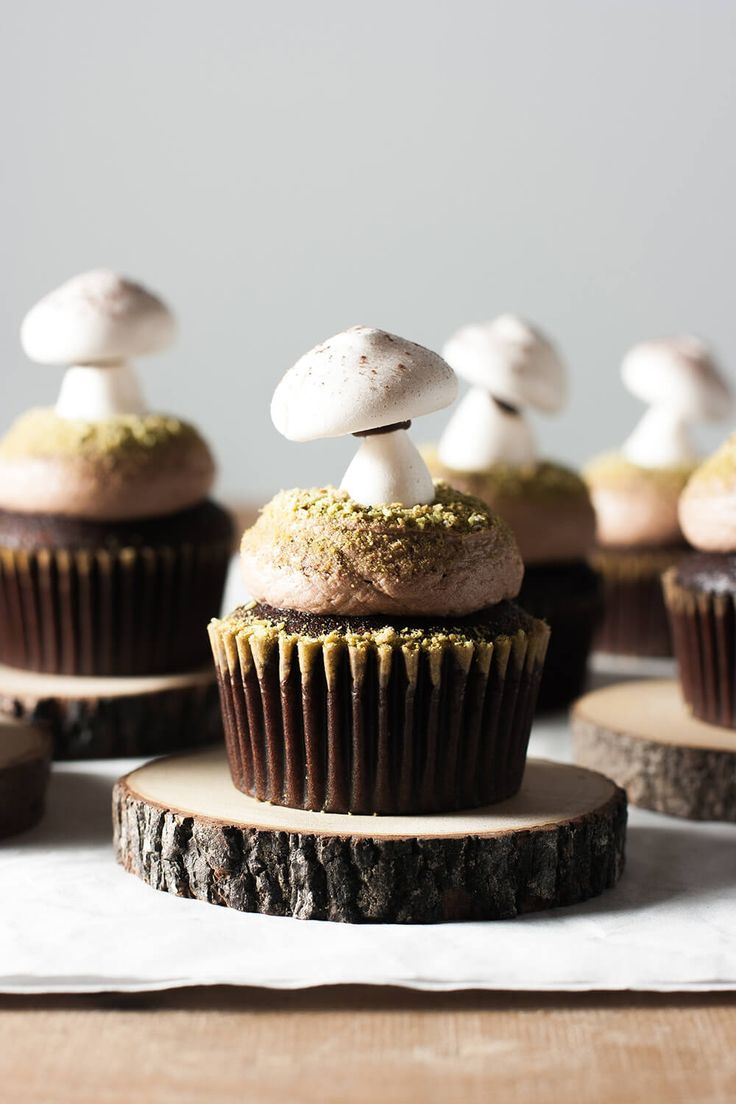 """Chocolate cupcakes topped with chocolate buttercream, Matcha """"moss"""" and French meringue mushrooms. A woodland inspired treat!"""