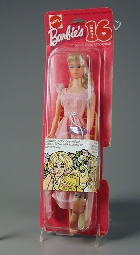Barbie Doll's 1974 Fashion Scene.... i have two of these dresses! LOL!!!!