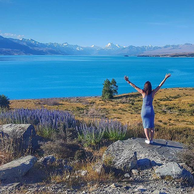 *Stops car* *Falls madly in love with Lake Pukaki* #newzealandvacations #queenstown #optoutside #outdoorculture #queenstownnz #queenstownlive #destinationnz #wanderlust #travelbug #travelblogger #irishabroad #purenewzealand #womenwhohike #womenwhoexplore #capturenz #kiwipics #gottalovenz #backpacker #nzmustdo #nzmustsee #newzealand #arrowtown #fitspiration #runshots #laketekapo #lakepukaki