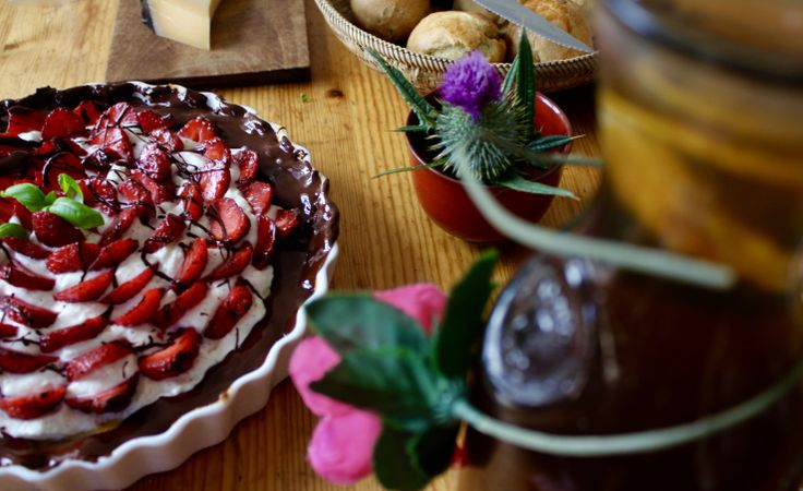 Strawberry Ricotta tart with dark chocolate