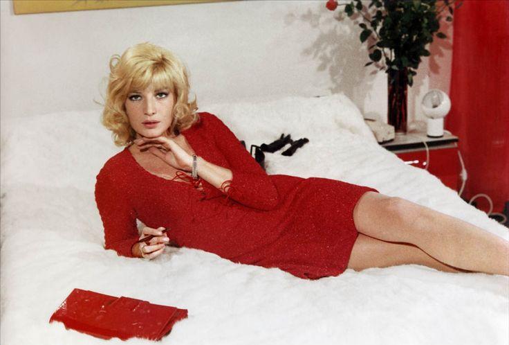 """Monica Vitti dans """"La femme écarlate"""" 1969"""