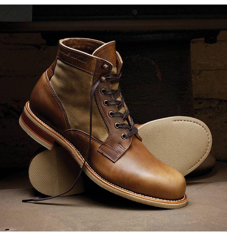 Whitepine 1000 Mile Boot Este par de las botas es marron es negro. Yo pienso este par de las botas es grande.