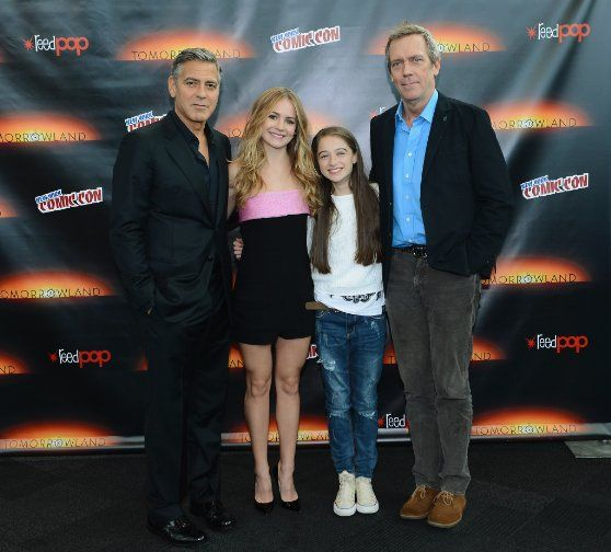 George Clooney, Hugh Laurie, Britt Robertson, Raffey Cassidy at event of Tomorrowland (2015)