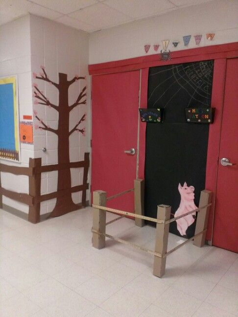 Barn Doorway For Classroom Door Decorationadd New Thing Every Day Charlottes Web