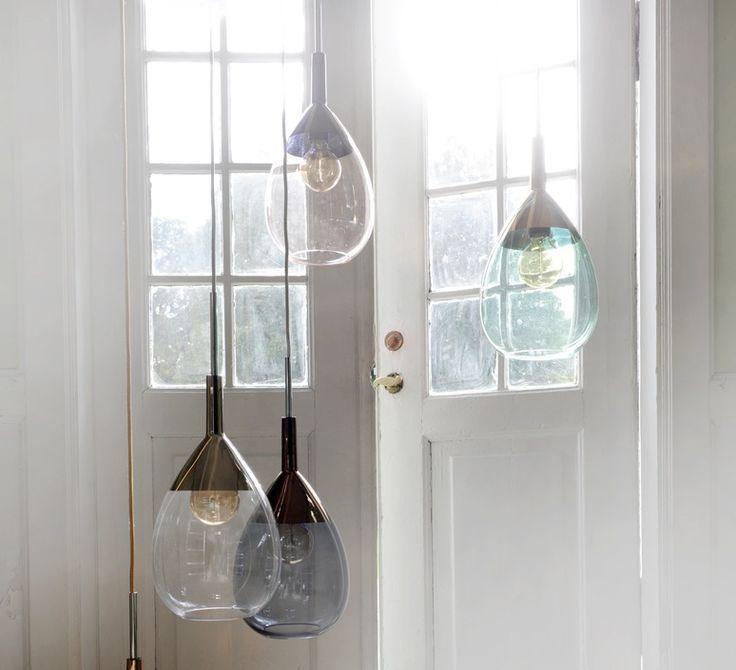 La suspension Lute par la designer Susanne Nielsen, créatrice du studio Ebb and Flow. #EbbandFlow #Susannenielsen #lute #supension #pendantlight #éclairage #lighting #luminaire #lampe #lamp #inspiration #blownglass #glass #verre soufflé #verre #home #maison #décoration