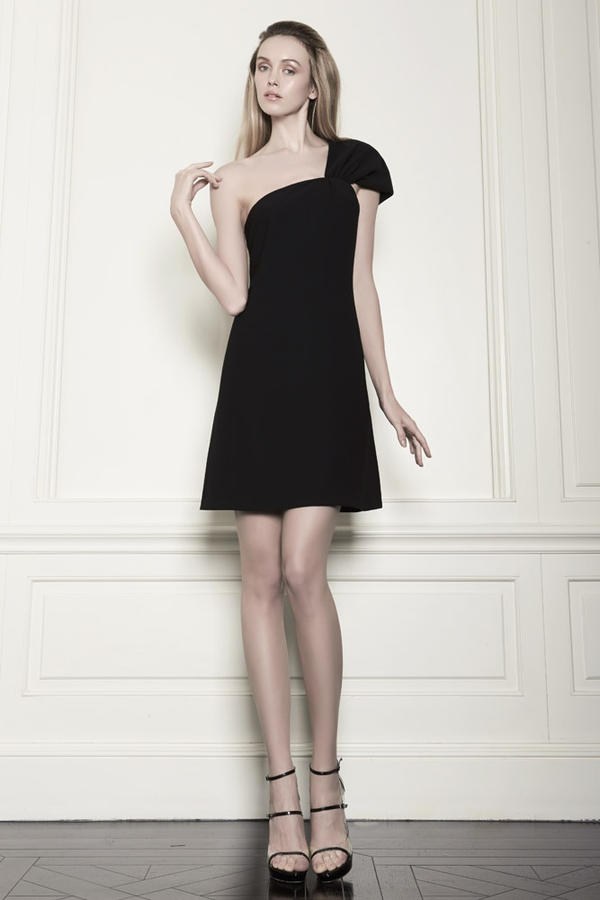 One schoulder black dress.