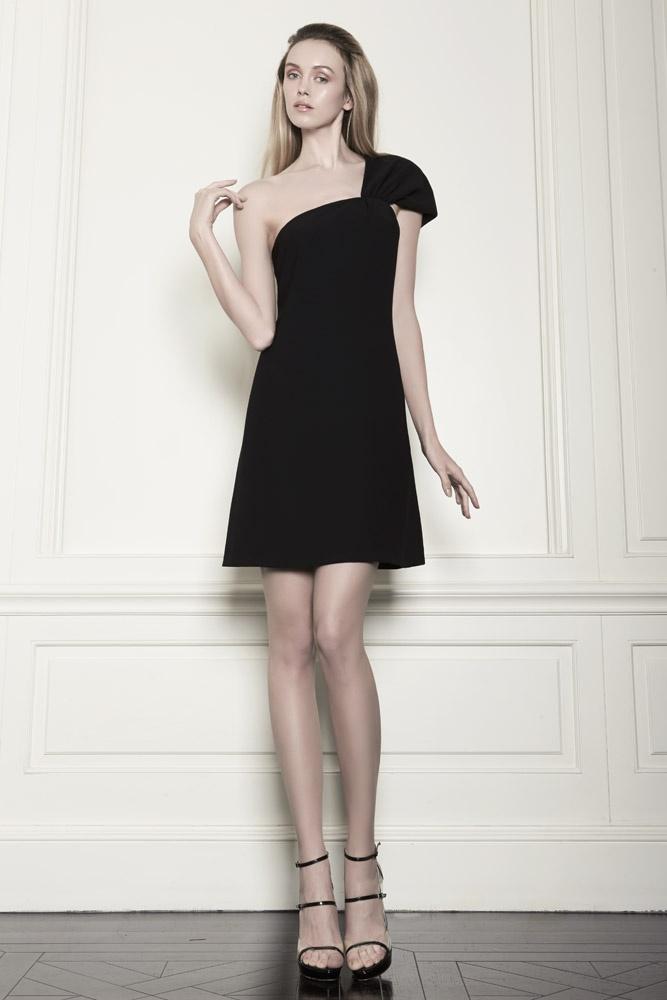One schoulder black dress.