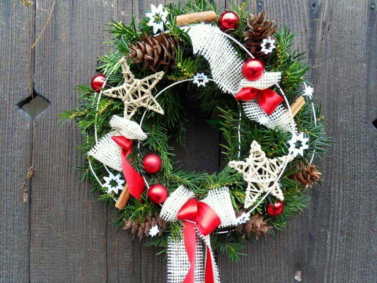 Vánoční+věnec+bílo-červený+Bohatě+zdobený+vánoční+věnec+na+Vaše+dveře.+Velikost+30cm+Preferuji+osobní+odběr.