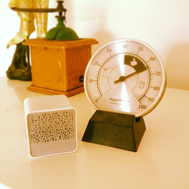 Old, bulky hygrometer or small, sexy CubeSensor that measures humidity and so much more? The choice is clear for us!