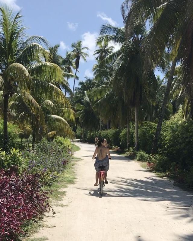 Just one ordinary day in #Seychelles 🚲 自転車で一周できるくらい小さな島#ラディーグ島 🏝手付かずの自然が残されていて、心から癒された☺ #ladigue #biking #sunshine #suntan #seabreeze #missingthosedays #perfecttrip #getaways #throwback #africa #jetsetter #travelmuse #globetrotter #mykindofchristmas #セーシェル #ラディーグ #インド洋の真珠 #サイクリング #最高の天気 #クリスマス #アフリカ #旅muse
