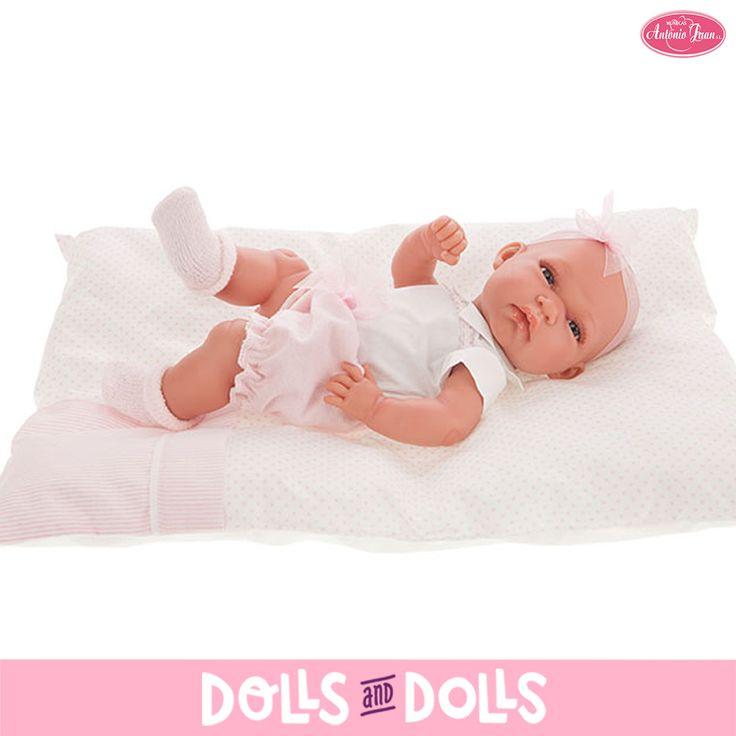 Baby Toneta de 33 centímetros con el cuerpo de vinilo ha llegado a #DollsAndDolls para que puedan disfrutar de ella l@s más pequeñ@s de la casa. Le encanta que le abracen y que le den todo su amor. ¿No te parece una ricura? #Dolls #AntonioJuanDolls #DollsMadeInSpain #Bonecas #Poupées #Bambole