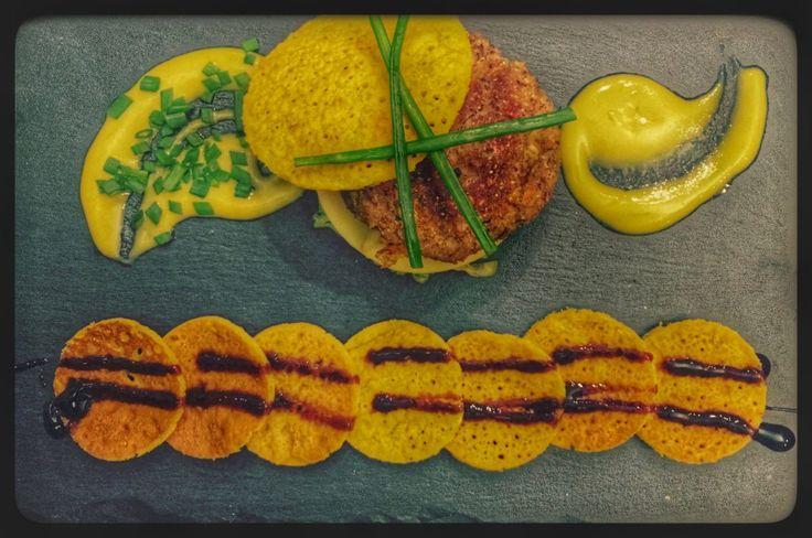 Ingredienti Per 10 hamburger 3 peperoni piccoli rossi 1 cipolla rossa 1 zucchina 1 carota