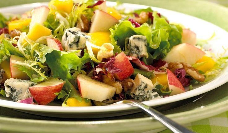 Eple-, mango- og blåostsalat, eller bare uten blåmuggost