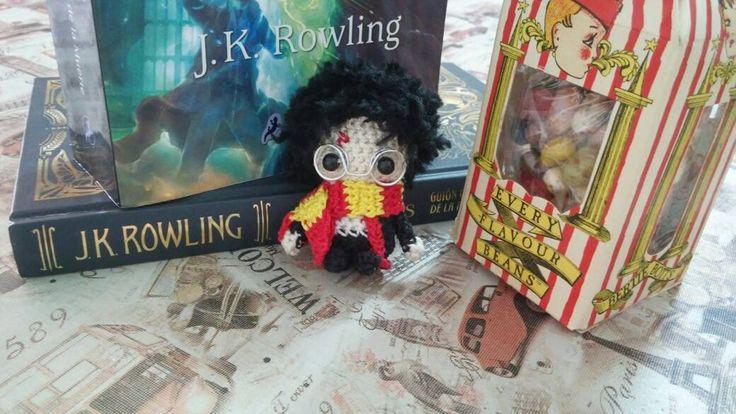 """""""No necesitamos magia para cambiar el mundo llevamos todo el poder que necesitamos dentro de nosotros."""" J.K. Rowling . . . . #harrypotter #jkrowling #crochet #artesanal #homemade #handmade #tejido #deadlyhallows #libro #book #tejido #lovemade"""