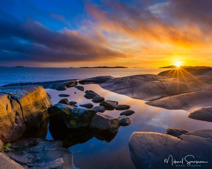 15 November 2016. Smithska Udden Göteborg Sweden. #mikaelsvenssonphotography #swedenimages #sunrise_sunsets_aroundworld #naturemoments #thebestofscandinavia #sweden_photolovers #ig_mood #ig_masterpiece #water_captures #visitsweden #water_shots #västkusten #superb_photos #fineart #seascape #nikonpro #igersgothenburg #ig_week_scandinavia #visitgothenburg #mittgöteborg #goteborgcom