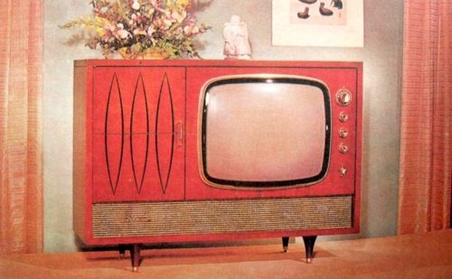 "Nifty old tv... I can almost hear the opening bars of ""I Dream of Jeannie."" I'd love to find one of these & turn it into a goldfish aquarium."