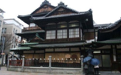 Exterior de una casa tradicional japonesa casa - Casa tradicional japonesa ...