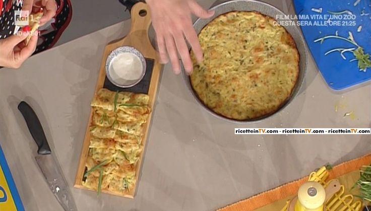 """La ricetta dei rosti golosi di patate e formaggio con panna acida di Andrea Mainardi del 24 maggio 2017, a """"La prova del cuoco""""."""