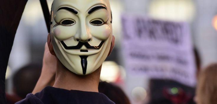 """Le 5 novembre, de l'autre côté de la Manche, c'est la """"Guy Fawkes Night"""", commémorant l'échec de la """"conspiration des poudres"""". Retour sur un événement vieux de quatre siècles qui a largement marqué la culture anglo-saxonne... voire planétaire."""