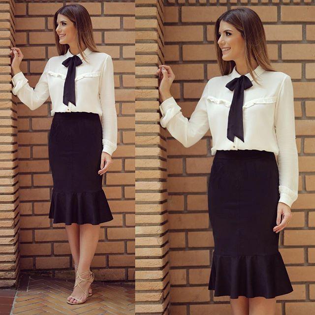 WEBSTA @ arianecanovas - Começando minhas escolhas na @estilonanaminze  Com preto e branco que eu não me canso! Saia midi de suede e camisa de laço! ❤️
