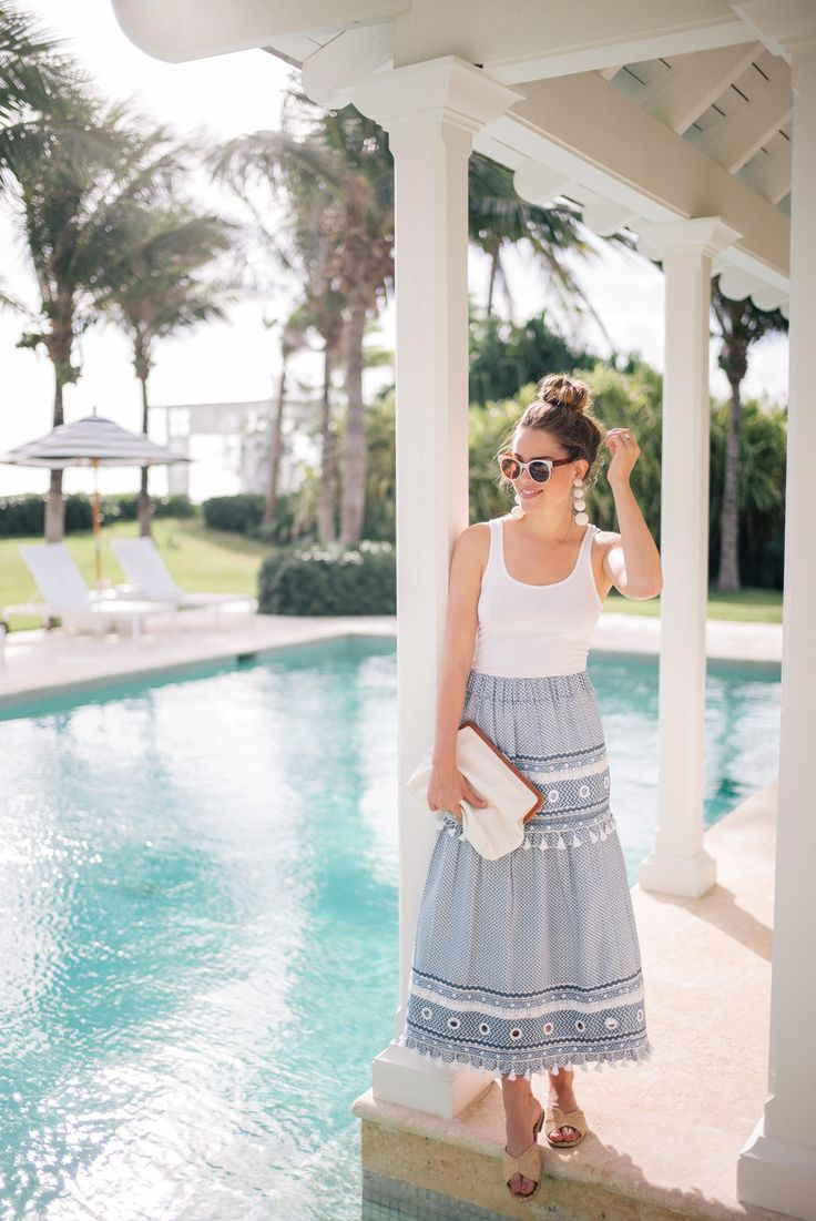 Gal Meets Glam The Dunmore, Harbour Island - James Perse tank, Dodo Bar Or skirt, Rebecca De Ravenel earrings & Clare V clutch