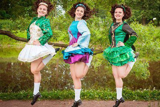 Сделать фигуру подтянутой и женственной, а ноги стройными, помогут многие танцевальные направления. Тем же, кто хочет достичь этого максимально быстро, инструкторы часто «прописывают» занятия ирландскими танцами. Объясняем почему, и показываем основные движения.