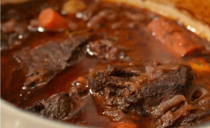 Daube de boeuf au thermomix. Je vous propose une délicieuse recette de Daube de bœuf, facile et simple a préparer chez vous avec le thermomix.