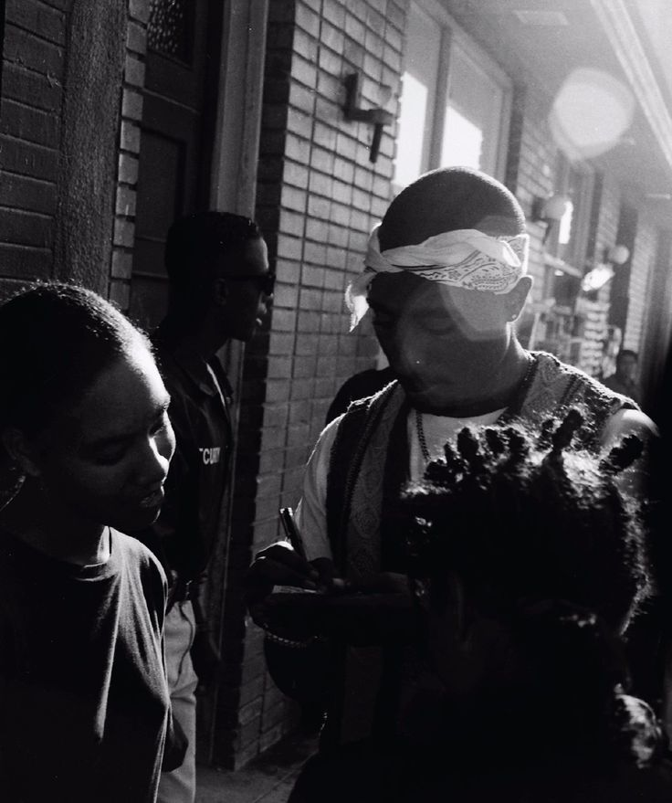Viva La Tupac. 1995 - Venice Beach. #tupac shakur