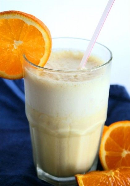 Healthy Vegan Orange Julius by colourfulpalate: High in vitamin C, vitamin A, vitamin E,  potassium, calcium,  and really low in fat and sugar. Only 63 calories/glass. This is a great way to serve orange juice to your kids in the morning or for a refreshing cold drink in the afternoon! #Beverage #Orange_Julius  #Healthy