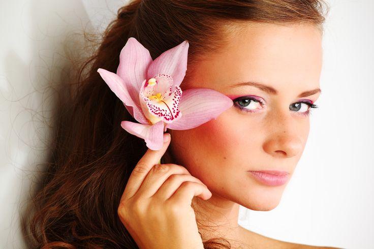 Акне, черные точки и расширенные поры —  Также для нормализации состояния кожи возможно проведение аппаратных методик: ультразвуковая чистка лица (Skin Master), которая также помогает справиться с черными точками, аквадермоге