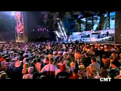 KENNEY CHESNEY & UNCLE KRACKER-DRIFT AWAY-LIVE.wmv - YouTube