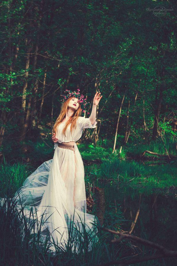 Świtezianka | Agnieszka Juroszek Photography |    Model: Adrianna Brzozowska | girl, flowers,  colors, spring, portrait, delicate, beauty, forest, fairy, magic, green, white dress, spirit, nature, wild,