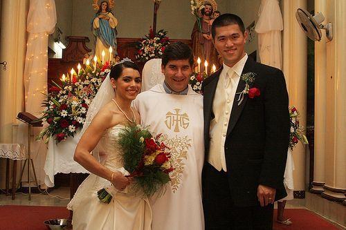 Respuestas a preguntas sobre etiqueta en la ceremonia de matrimonio.: ¿Cómo se le agradece al oficiante de la ceremonia de matrimonio?