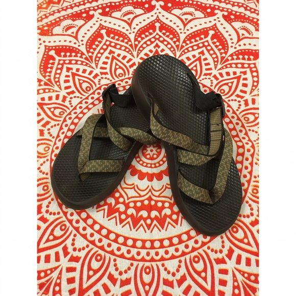cнαcσѕ - Olive Green Slip On Sandals ☞ ℓσωєѕт? Prices are firm unless bundled. Lowballs are ignored. I lower my prices frequently & offer a bundle discount!   ☞ мσ∂єℓ? With the wide range of sizes/styles that I offer, not everything fits me & therefore I do not model my items. I try my best to describe anything that is not exactly true to size.  ☞ яєѕєяνє? Sorry guys but I do not reserve items.  ☞ тяα∂є? No trades! Ever! Sorry! Chacos Shoes Sandals