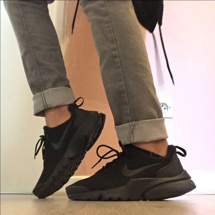 Nike presto fly ;parfaite s'adapte à votre pieds grâce à sa housse vous la retrouver en magasin au prix de 75€