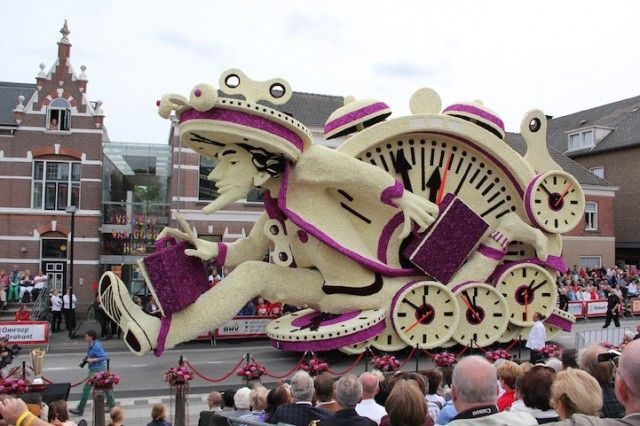 Zundert is a small town in The Netherlands and is famous for it's annual Flower Parade. And the 2013 edition was again striking, with MC Esc...