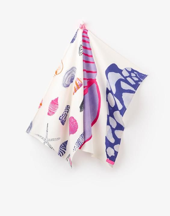 THEATwo pack Tea Towels - would work well as tea towels, but it's tempting to transform them into small shopping bags (then everyone can see the print!) :D
