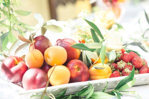 fresh fruit centerpiece http://weddingwonderland.it/2015/07/10-must-have-per-un-matrimonio-estivo.html