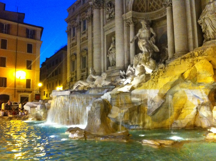 The Trevi Fountain.  Roma
