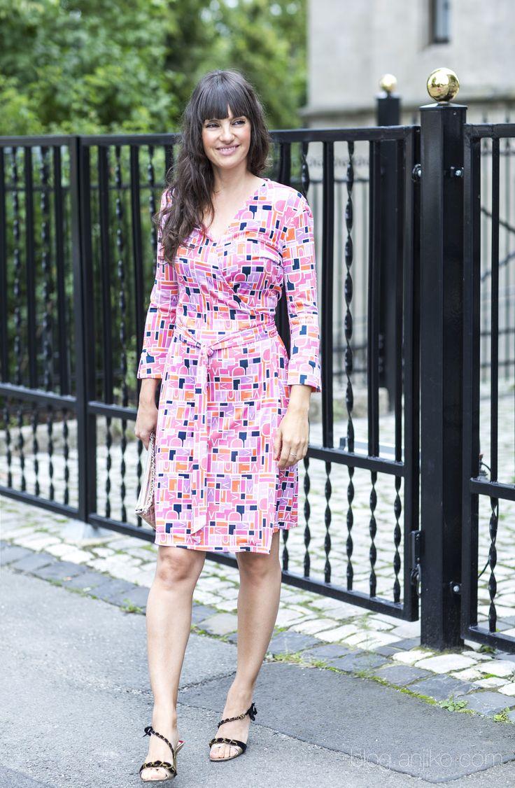 Wie kombiniere ich ein Wickelkleid zu unterschiedlichen Anlässen? Alles darüber im Blog. Anja Krause, Anjiko, Blog, Wrap Dress, Wrapdress, Wickelkleid, DVF, Diane von Fürstenberg, Stylist, Stylisttipp, Tipp,  Trend, Fashion, Mode, Modetrend, Fashiontrend, How to wear, wie trage ich, OOTD, Style, Klassiker, Basic, Modetipp, Fashiontipp, Blogpost, Fashionblogger, Modeblogger, Fashionstylist, Chelseaboots, Hunter, Rubberboots, Gummistiefel