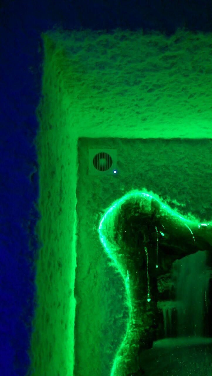 Соляная комната, помещение с искусственным микроклиматом соляных пещер, в которой все стены и пол покрыты каменной солью. Это не только социальный бизнес, так как лечит детей, но и стабильный заработок.