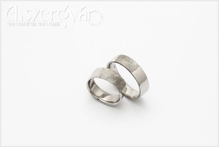 White gold fingerprint weddingrings. Fehér arany ujjlenyomatos jegygyűrűk. (Zsuzsi & Vilmos) https://ekszergyar.hu/szolgaltatasaink/jegygyuru-karikagyuru/
