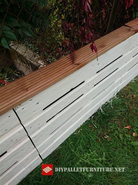 Florent Gyss zeigt uns seinen Garten mit Paletten, und auch der Zaun ...