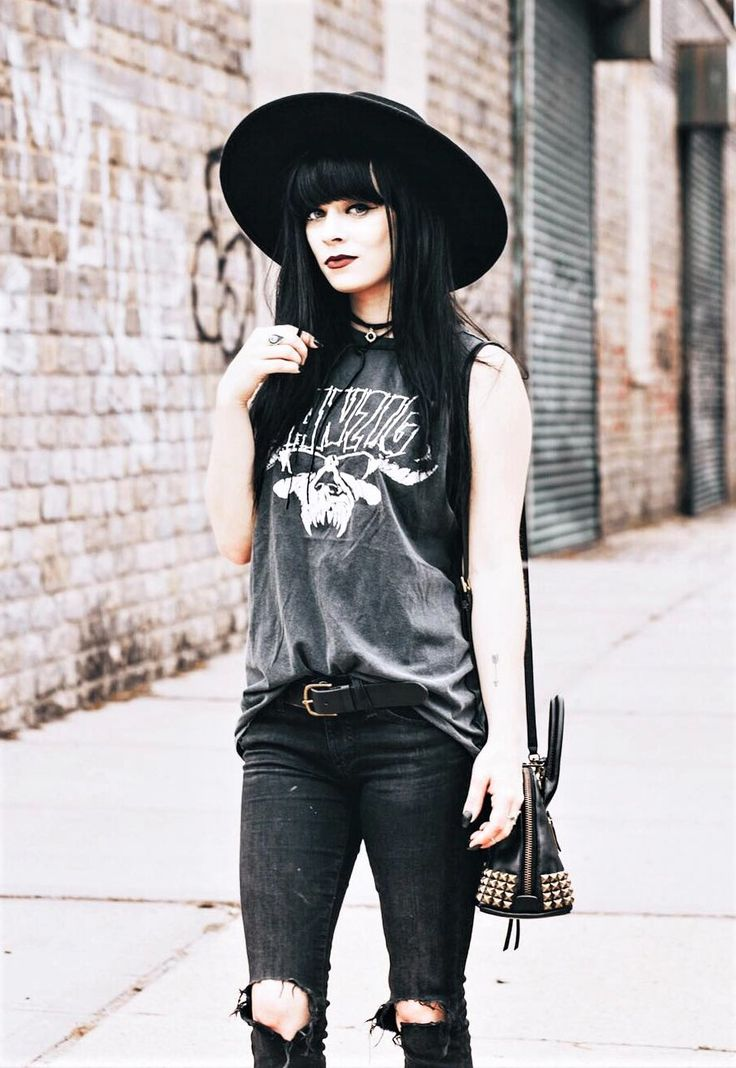 Black round hat, necklace, danzig shirt, ripped jeans & coach bag by jaglever