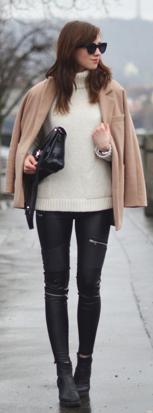 Barbora Ondrackova is wearing a white knit turtleneck sweater from Zara