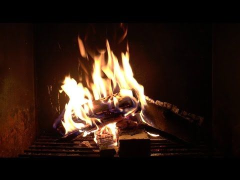 Virtual Fireplace: Noisy Outdoor Fireplace 20 minutes Raw (Full HD)