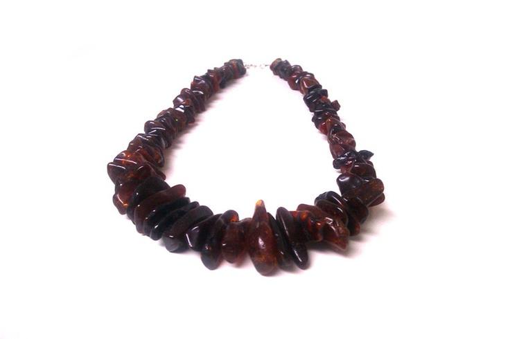 Grote barnsteen ketting, donkere baltische amber    Deze barnsteen is de mooie, donkere variëteit. De stukken zijn volledig transparant, and hebben ee